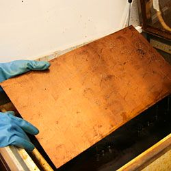 After 35 minutes, the copper plate is removed from the etching bath.