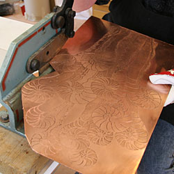 Catharina always processes her copper plates by cutting out the profile of the art work.