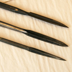 Three-edged scrapers.