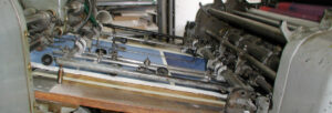 Maria Hillfon is printing a lithograph at Lindström´s originallito.