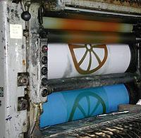 Hjulet kommer på plats på litografin.