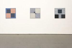 Kjell Strandqvists målningar 15-17, akryl på smärting.