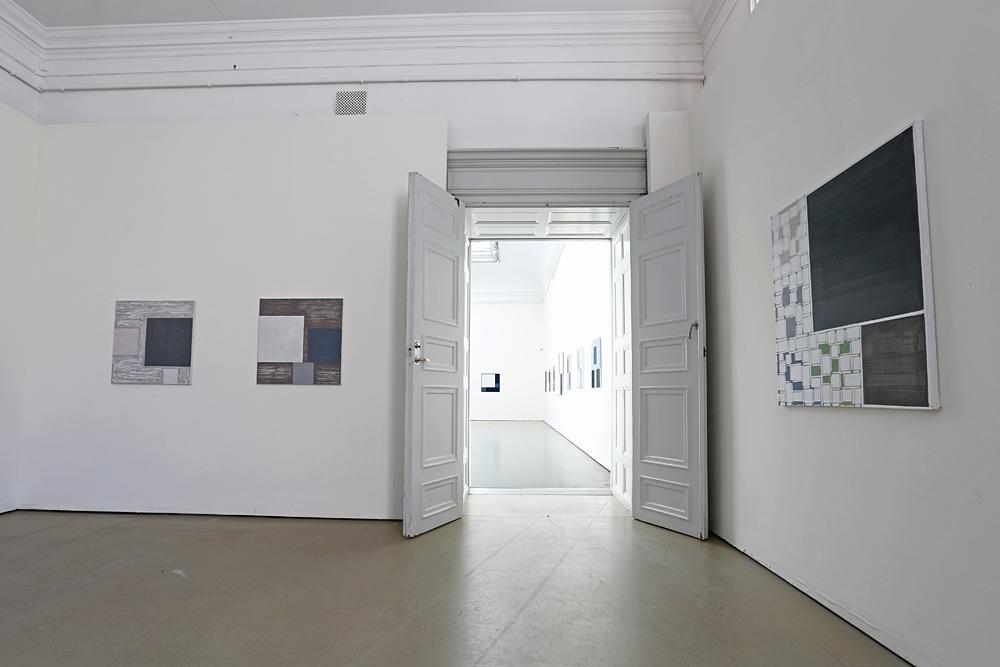Tre målningar av Kjell Strandqvist - dörren leder till stora salen.
