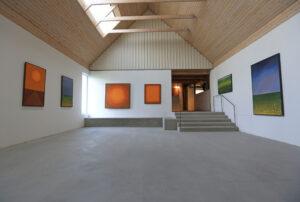 Maria Hillfons utställningsrum 1, byggt 201X - vy mot entrén.