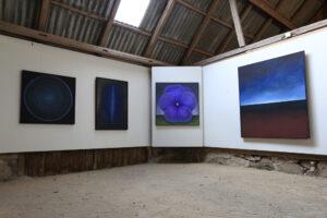 Maria Hillfons utställningsrum med krattad sand - rum 4.