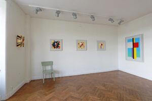 C Göran Karlssons målningar En ängel i rummet nr 1-5 (från höger till vänster).