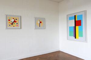 C Göran Karlssons målningar En ängel i rummet nummer 1-3 (från höger till vänster).