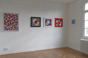 C Göran Karlssons målning Tro, hopp och kärlek, lycka och glädje, sol och blå himmel (till vänster) och Triptyken Tro, hopp och kärlek (till höger).