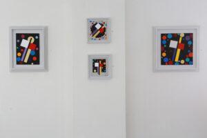 C Göran Karlssons målningar En ängel i rummet nummer 13-16 (från höger till vänster).